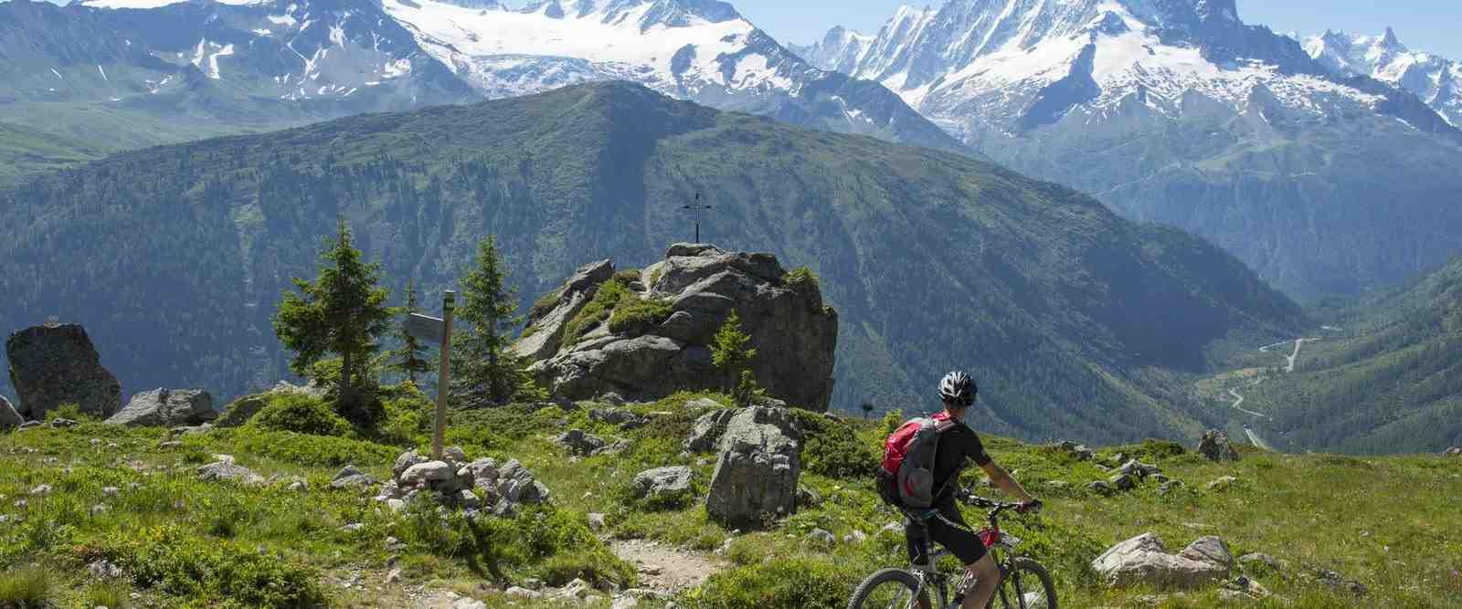 VTT électrique face au Mont Blanc