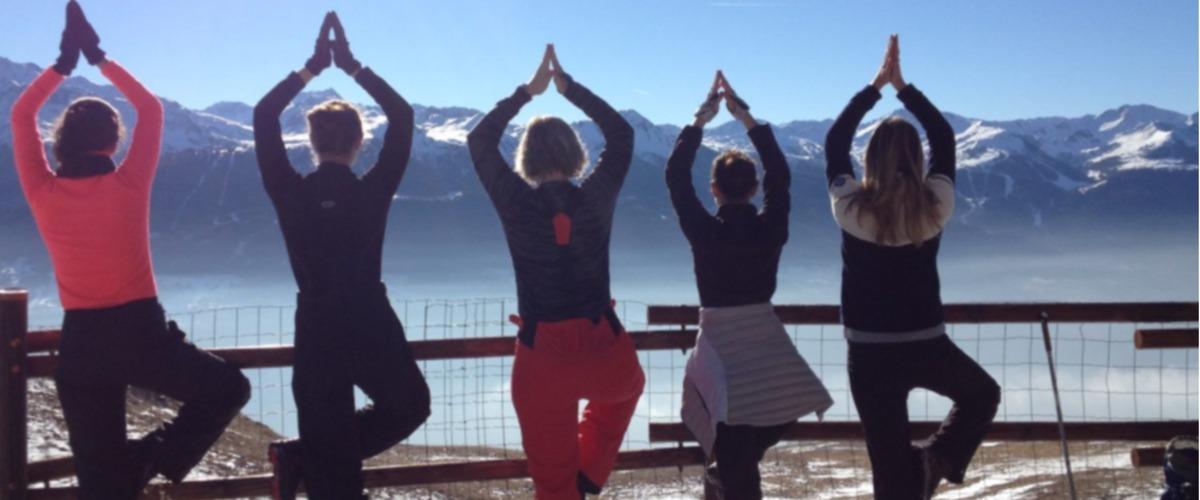 """Yoga des Neiges ou """"Songwa"""" en randonnée aux Arcs"""