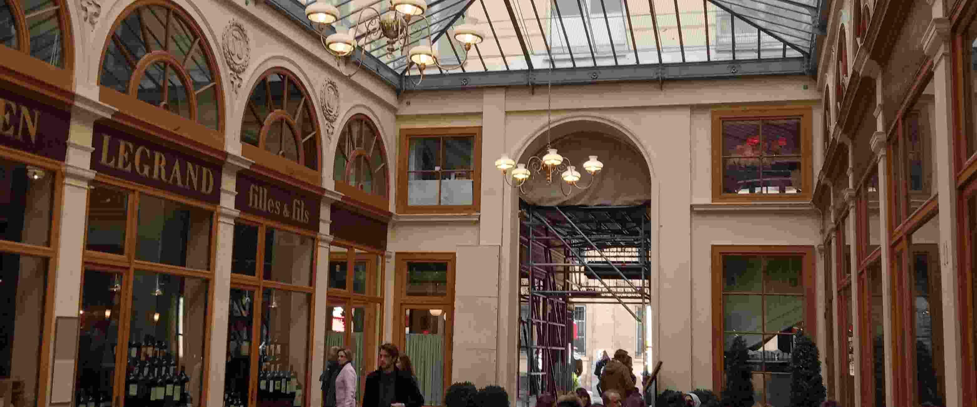 Les passages couverts de Paris…. à trottinette !